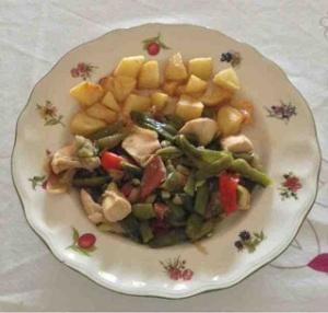 Pechuga de pollo con pimientos y salsa de soja.2