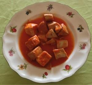 Atún con salsa de tomate