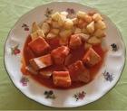 Atun con tomate y patatas fritas