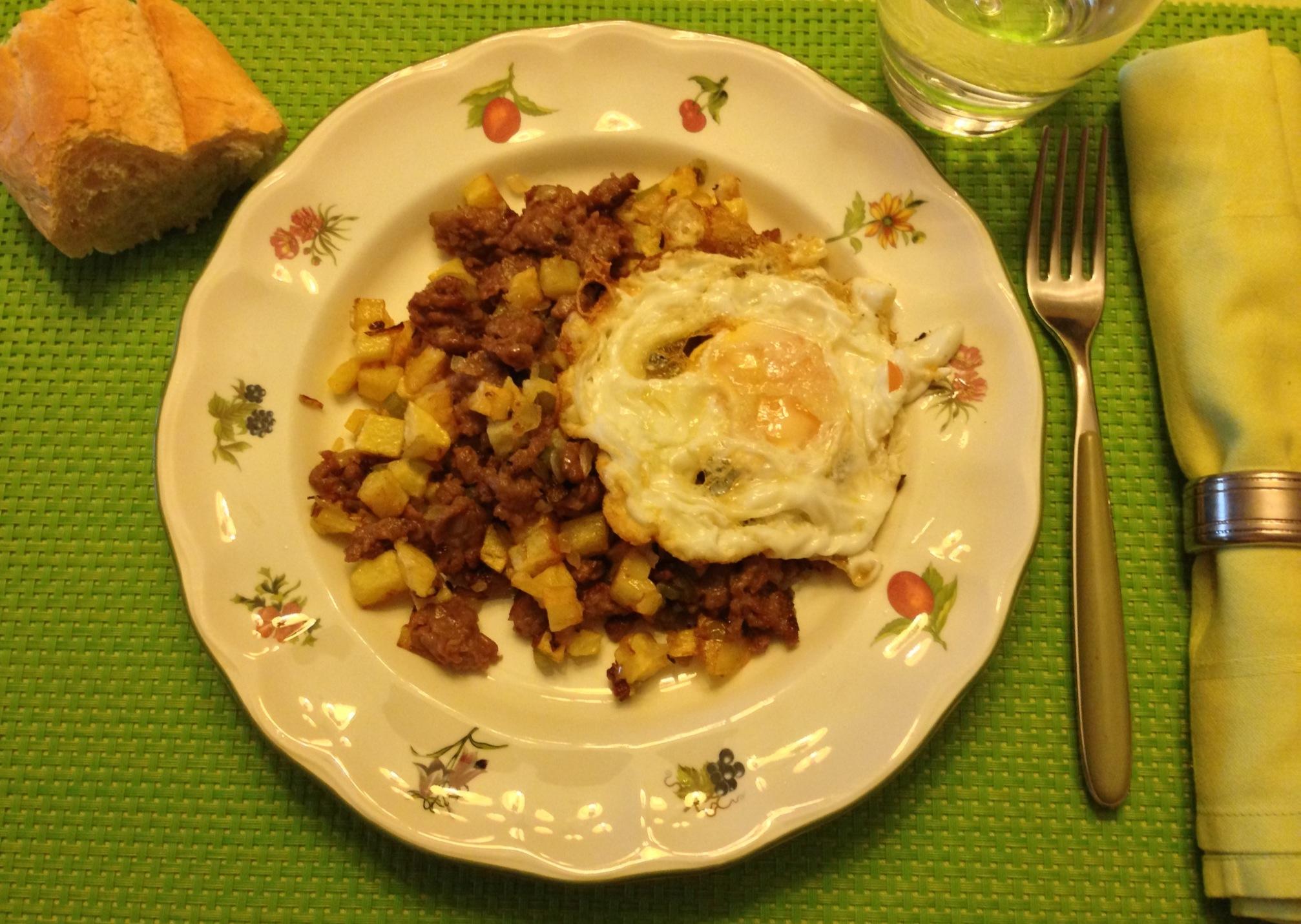 Carne picada con patatas y huevo frito principiantes entre fogones - Que cocinar con carne picada ...
