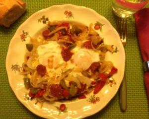 Huevos al plato con pimientos