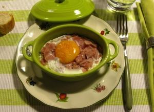 Huevos en cocotte con jamón York