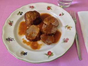 Rollo de carne con salsa de zanahorias