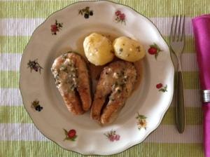 Salmón con patatas y salsa de limón