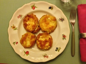 Calabacines empanados rellenos de queso