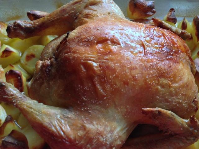 Pollo asado relleno de champiñones