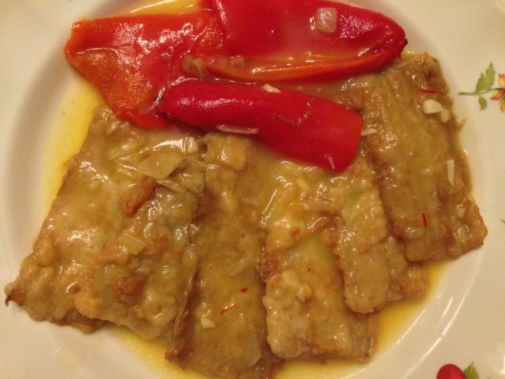 Pencas de acelga rebozadas con salsa