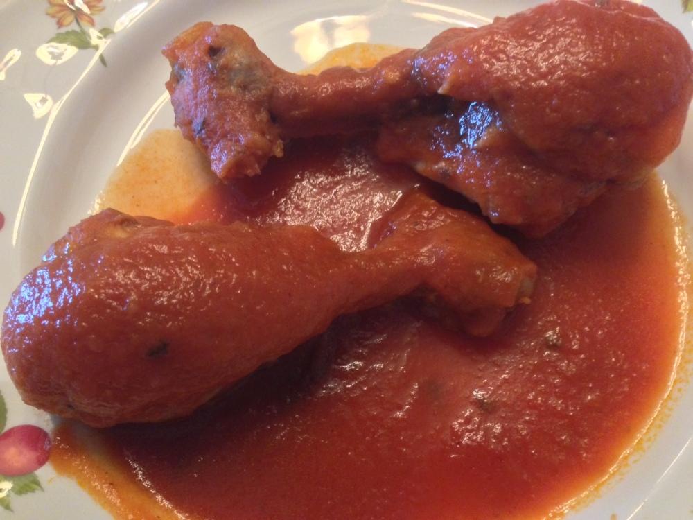 Muslos de pollo con salsa de tomate picante