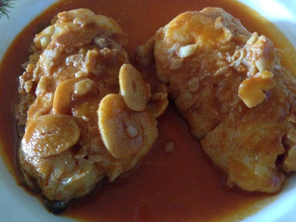 Bacalao con salsa de ajos y pimentón