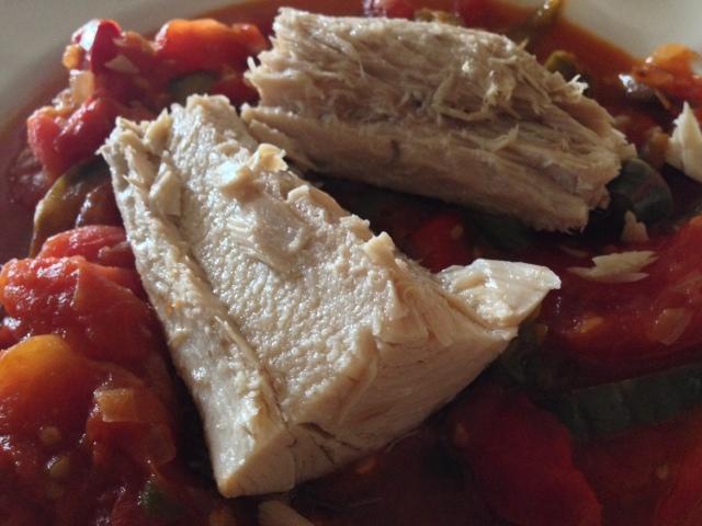 Pimientos y tomates en fritada con bonito