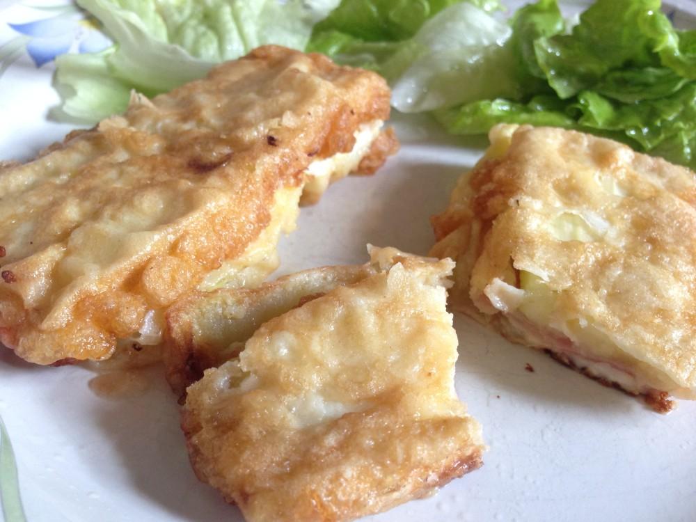 Calabacines rebozados rellenos de jamón y queso